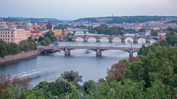 V Praze včetně slavný Karlův most, Česká republika