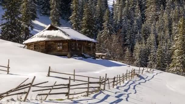 Hóval borított kis vidéki háztartásban