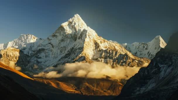 Ama Dablam timelapse, Everest region, Himálaj, Nepál