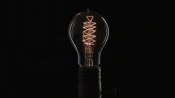Edisons žárovka svítí pomalu od elektrického proudu
