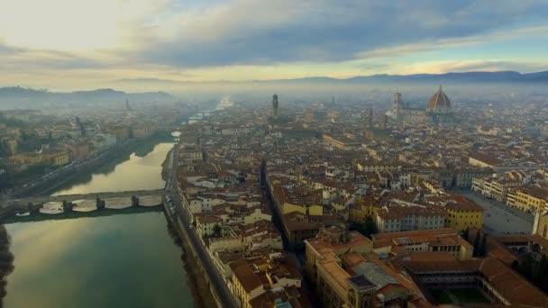 Letecký pohled na Florencii, Itálie při západu slunce. Katedrála Santa Maria