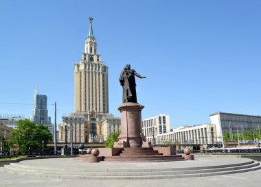 MOSCOW, RUSSIA - MAY 14, 2018: Monument to Pavel Petrovich Melnikov, the first Minister of Railways of Russia and Leningradskaya hotel
