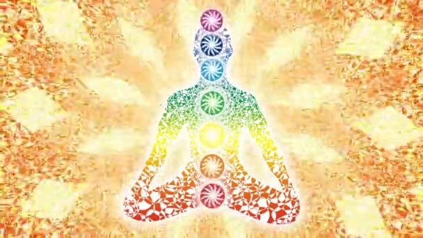 Jogín v lotosové pozici na pozadí rotující mandala. Jemné citlivé ornament. Video.