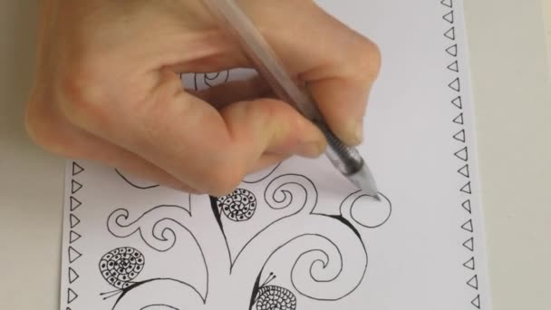 The process of drawing an artistic picture is the Tree of Life. Draw with the gel pen or marker. Video.