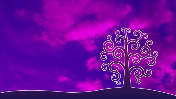 Strom života proti obloze v modrém a purpurovém tóze. Pohyb mraků. Video obrázek.