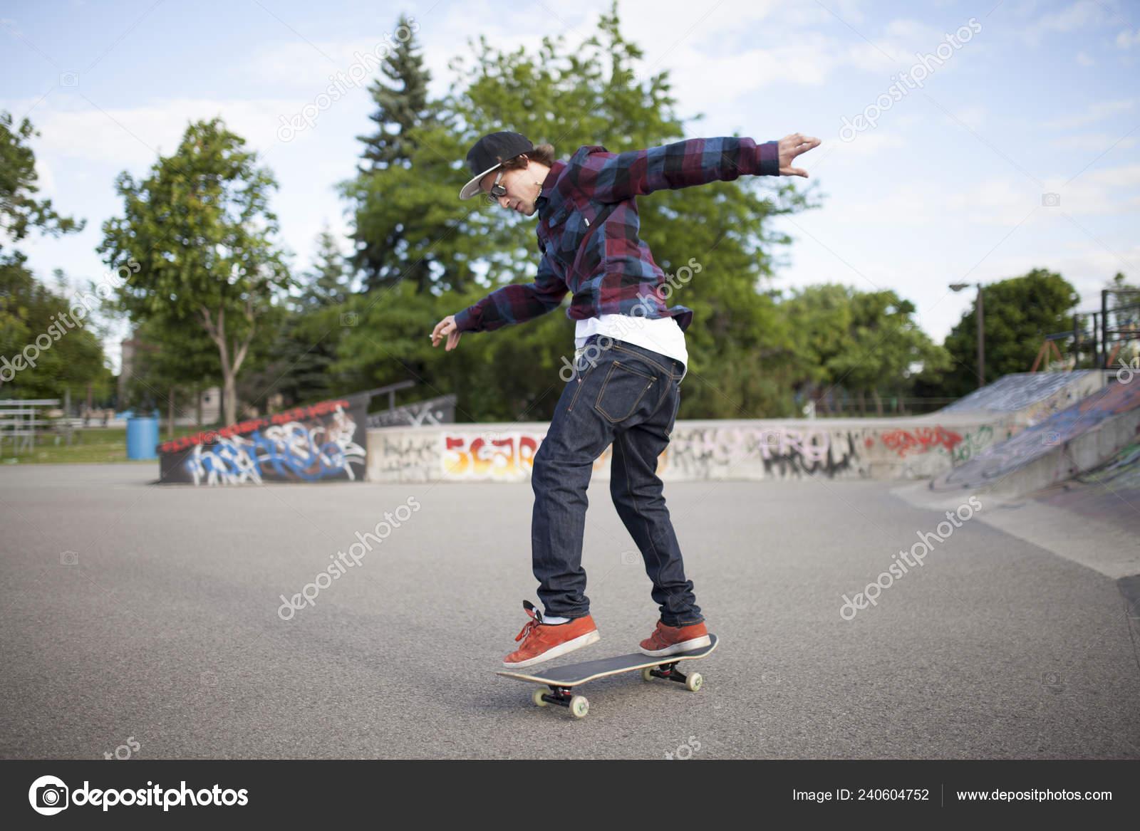 80d445db Skatista Skate Durante Dia Parque Skate — Stock Photo © atelierknox ...