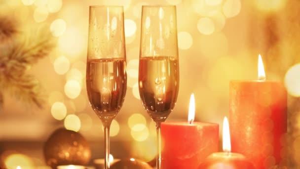 Cinemagraph - Vánoce a nový rok dovolená prostírání se šampaňským. Oslava. Sváteční dekorace. Živé foto.