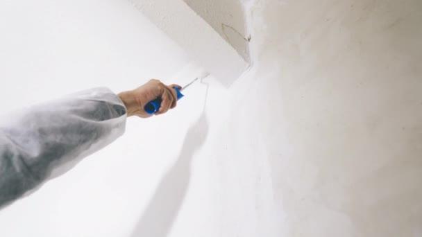 Nahaufnahme Des Malers Mit Farbrolle Und Pinsel Arbeiten Der Raum