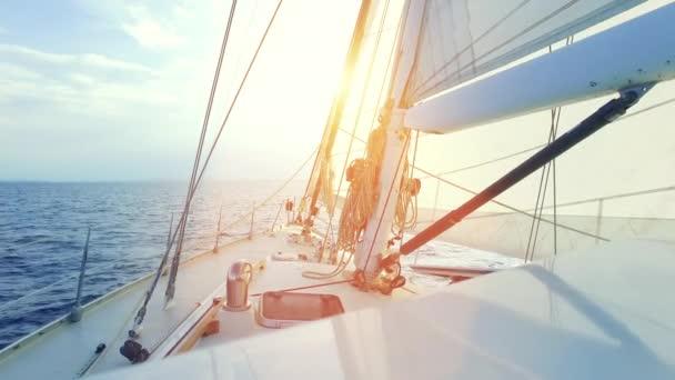 Plachetnice na moři.