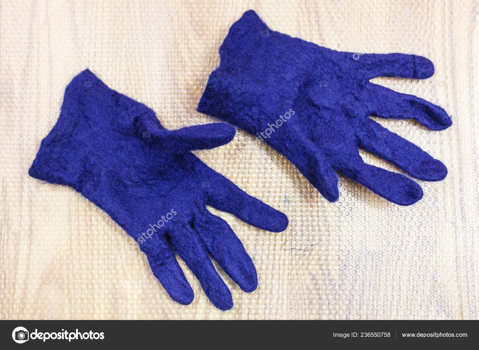 Werkstatt Von Hand Machen Ein Fleece Handschuhe Aus Blauer