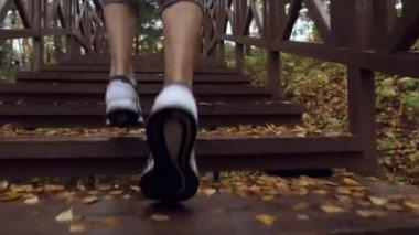 8ef076b14d2 Ρωσία Tyumen Οκτωβρίου 2018 Gilyevskaya Roscha Σπορ Γυναίκα Τρέχει Στον — Αρχείο  Βίντεο