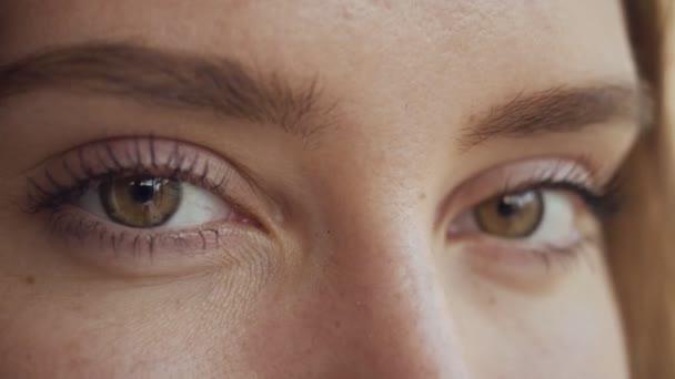 Gesicht einer Frau aus nächster Nähe