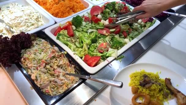 Zůstaňte u jídla v jídelně se samoobslužnou službou