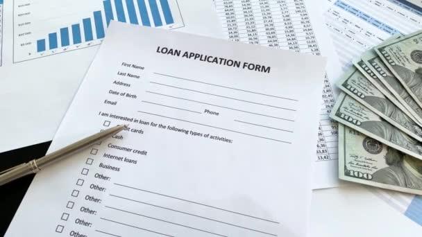 Kreditantragsformulardokument mit Diagramm in der Tabelle