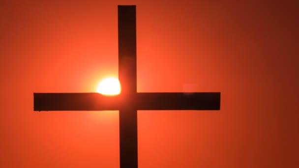 4.Time-Lapse.Red nebe se sluncem a Christian kříž