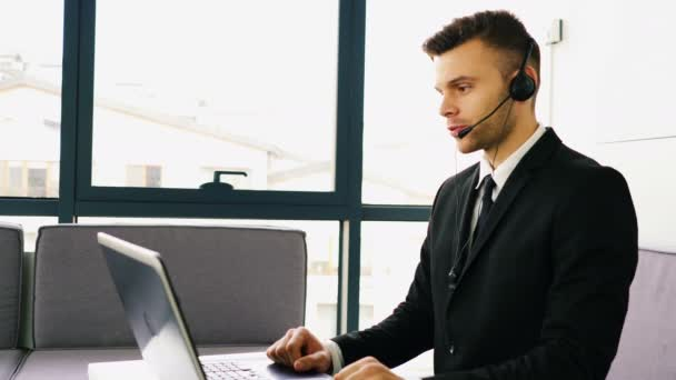4K. Modern  man operator in customer support service center talk with client