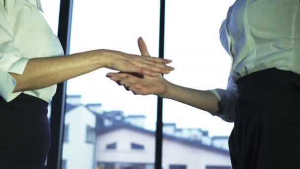 4K.Two business partner woman, shake hands when meeting.