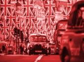 Londýn, Velká Británie - 18. května 2018: červená barva obsazení obrázek Union Jack vlajek na Regent Street den před královskou svatbu. Královská svatba mezi princ Harry a Meghan Markle se bude konat na zámku Windsor v Berkshire na 19. května 2018