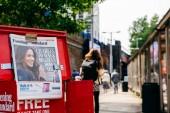 Londýn, Velká Británie - 18. května 2018: Detail noviny titulní princ Charles na oltáři Meghan Markel - Svobodná média Evening Standard na londýnské ulici za den před svatbou