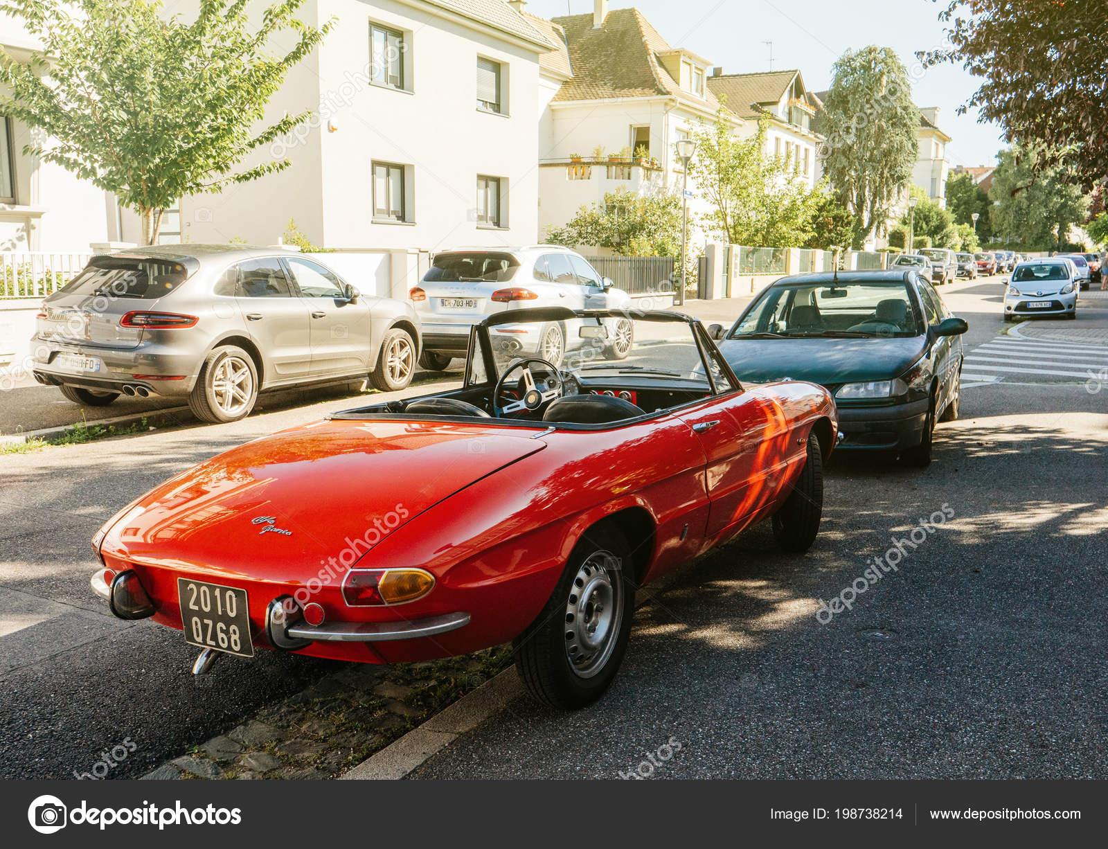 Åtrasburk Francie Června 2017 Krásné Vintage Alfa Romeo Spider Red