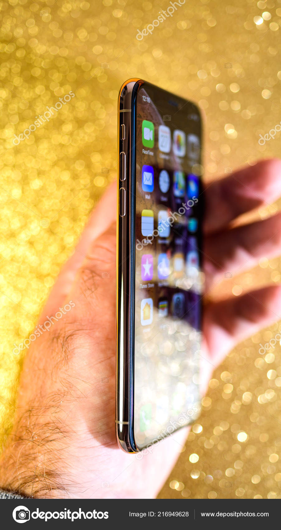 Wallpapers Glitter Iphone Hand Holding Apple Iphone Xs