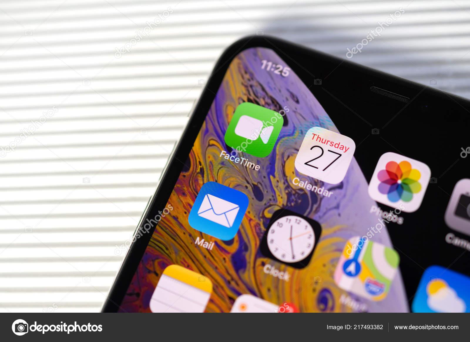 Nouvel Iphone Xs Max Avec Toutes Les Applications Maison Fond Blanc