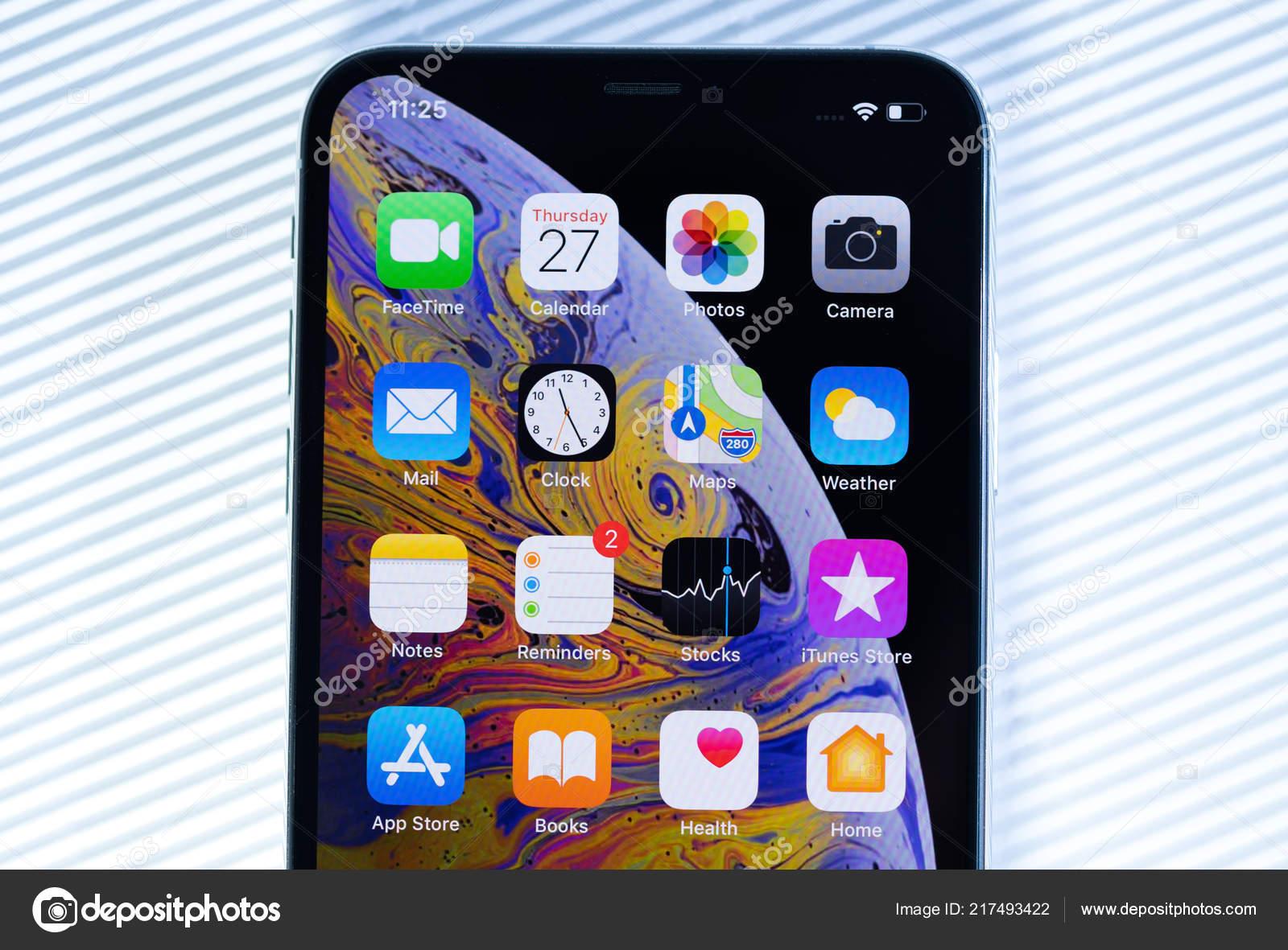 Nuovo Iphone Xs Max Con Tutte Le Applicazioni Home Su Fondo Bianco