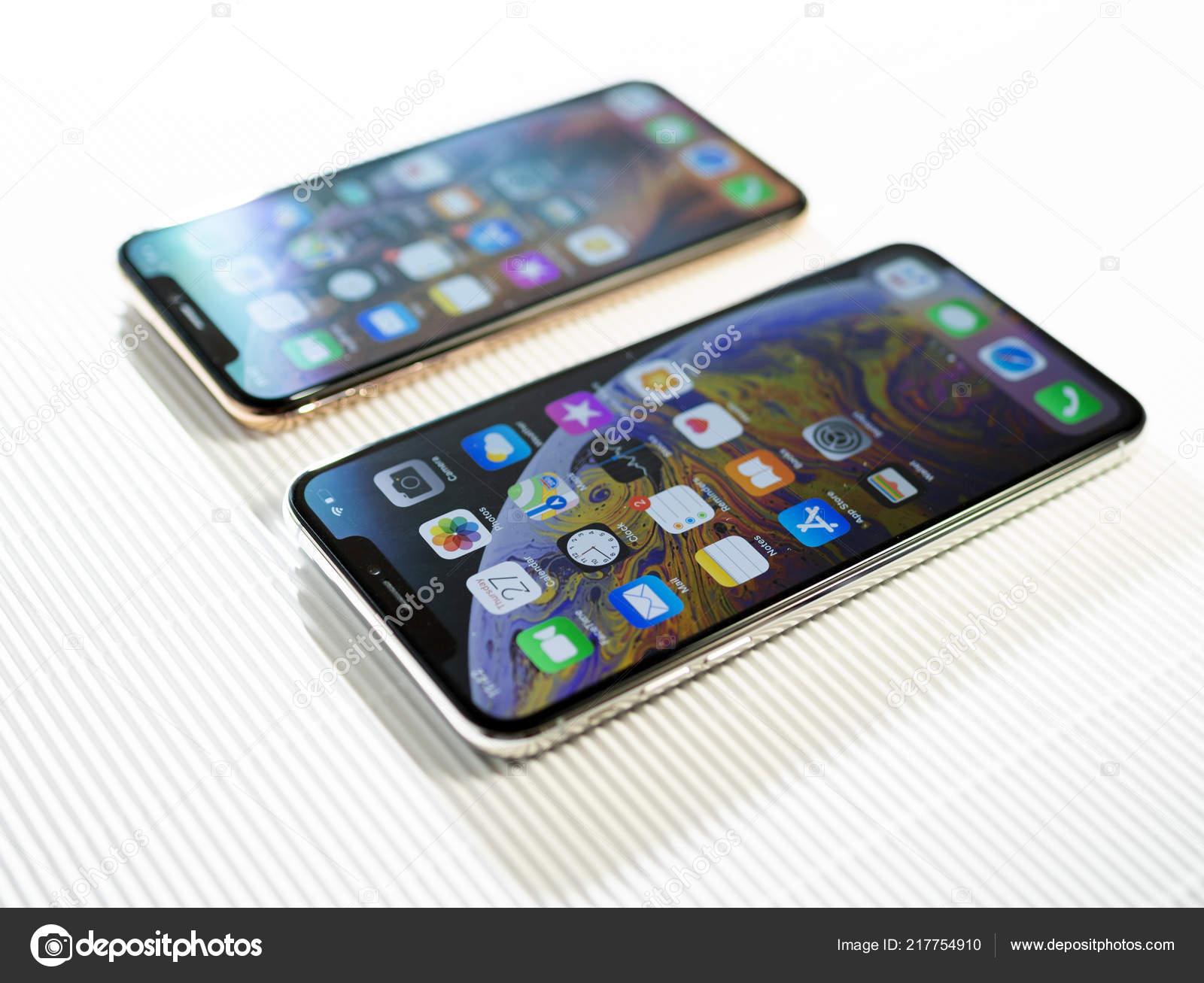 Comparer Iphone Xs Et Xs Max Sur Fond Blanc Tilt Shift Photo