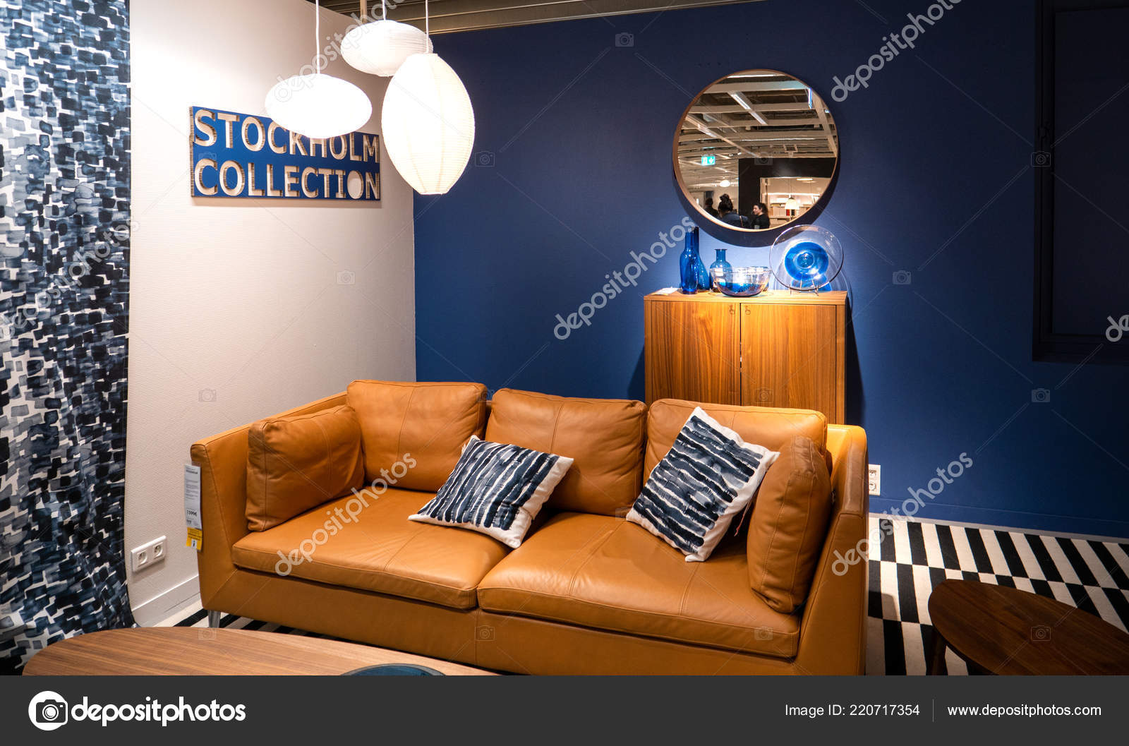 mobelhaus mit leder sofa stockfoto