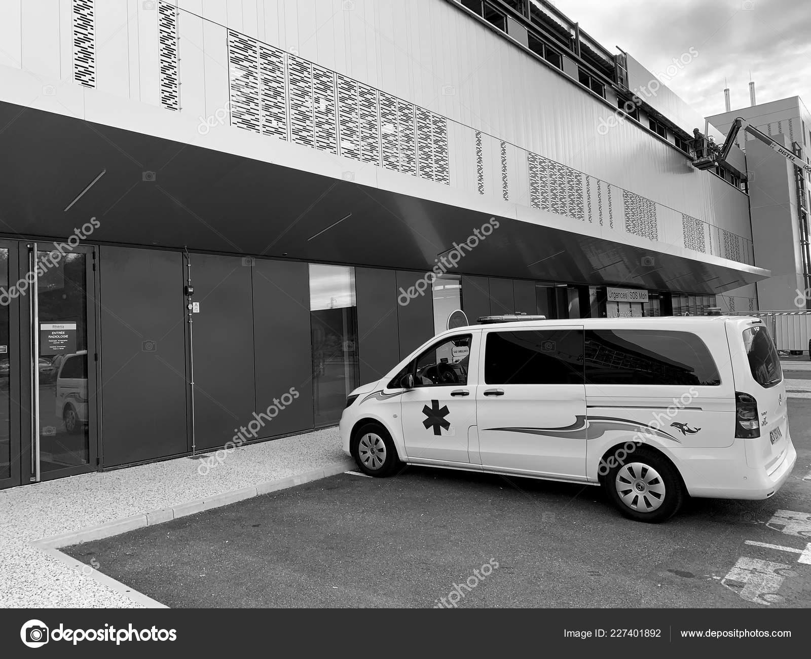 d0021eea5c White emergency van outside French hospital – Stock Editorial Photo ...