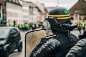 Fotografie Policejní důstojníci zabezpečení zóny před žluté bundy Gil