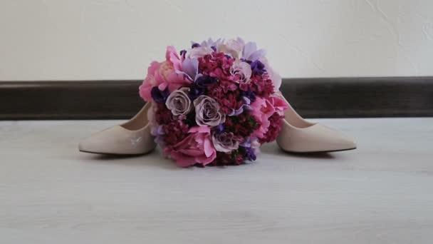 Svatební kytice rudých růží