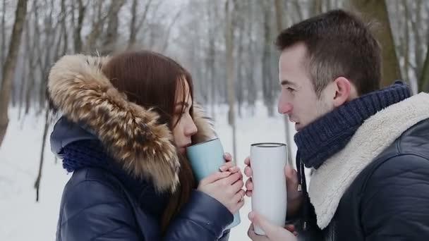 Fiú és lány téli Park