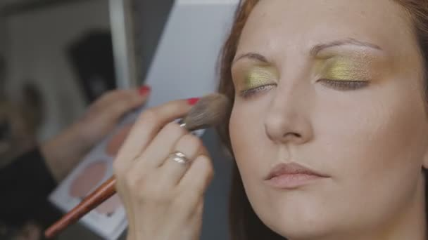 lesbiyanok-ochen-ochen-krasivaya-telka-video