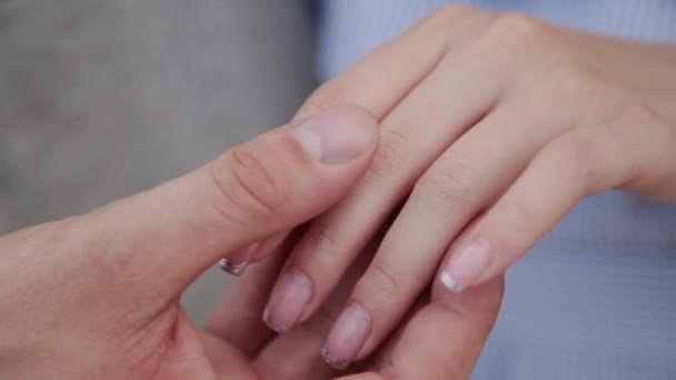 Vzájemně hladit rukou milovníky detail