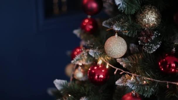 Karácsonyi és szilveszteri dekoráció. Absztrakt Bokeh Holiday háttér életlen. Villogó Garland. Szempillantás alatt Christmas Tree fények.