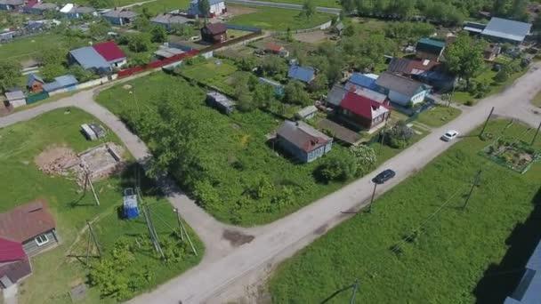 Let nad vesnice s dřevěnými domy