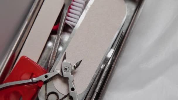 Pediküre-Tool auf dem Tisch.