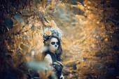 Fotografie Nahaufnahme Porträt von Calavera catrina im schwarzen Kleid. Zuckerschädel Make-up. dia de los muertos. Tag der Toten. halloween