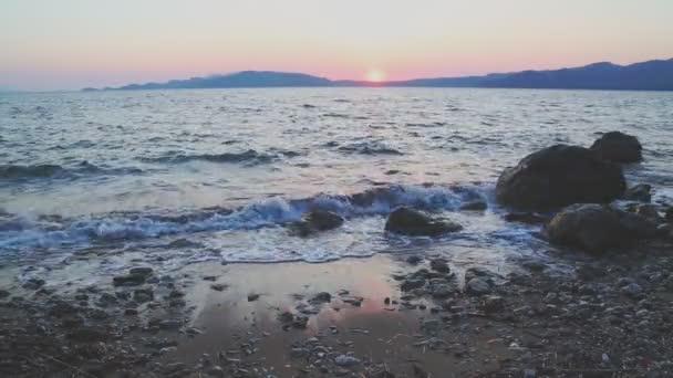 Akdeniz güzel dalgalar yakınındaki Hisarönü, marmaris günbatımı sırasında