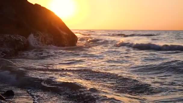 Východ slunce nad mořskou ranní pláží
