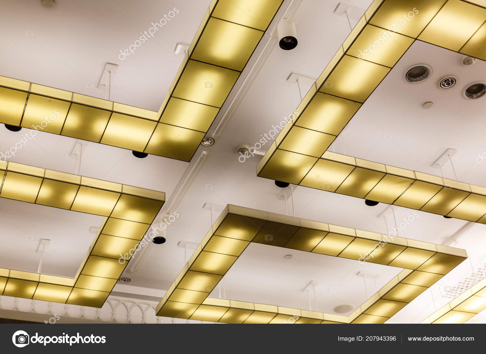 Lampada moderna soffitto modello illuminazione u foto stock