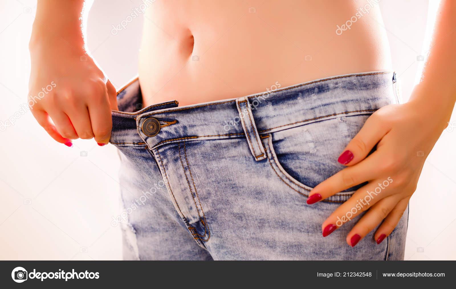 Как правильно и эротично одевать джинсы видео говориться
