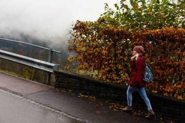 girl tourist in foggy autumn mountain