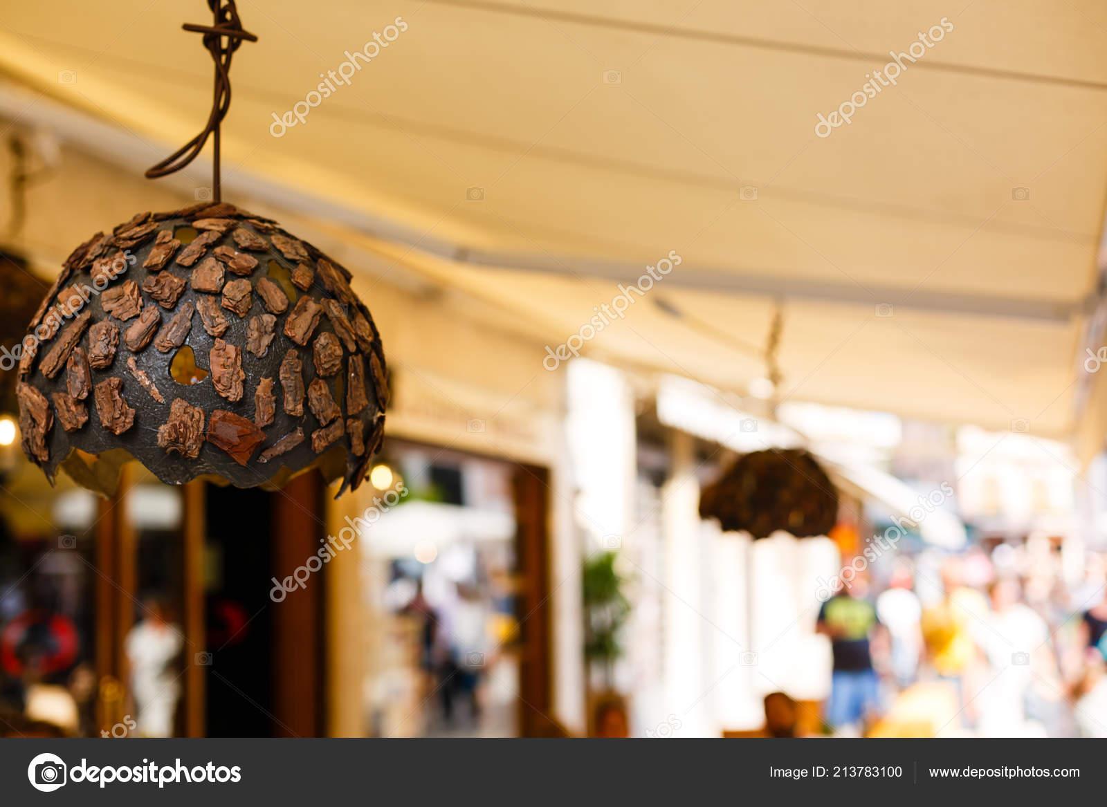Kronleuchter Holz ~ Original holz kronleuchter verziert mit rinde einem restaurant
