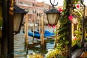 Fotografie Laterne von Café auf einen Canal Grande Venedig-Italien