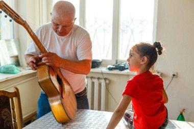 acoustic guitar stringing, to make a repair