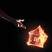 Photo Fire house glowing icon and hand on dark background