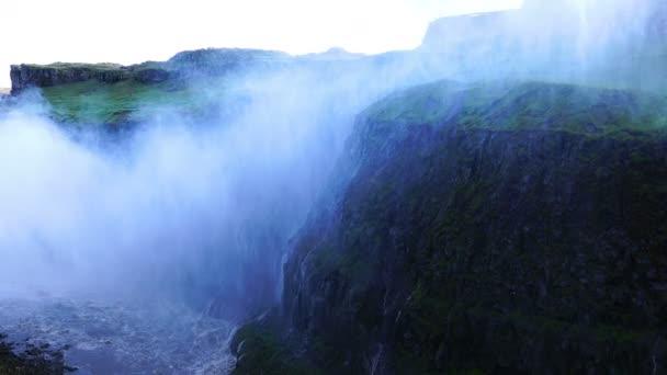 Krásný výhled na vodopády Dettifoss, nejsilnější islandské vodopády Vatnajokull národní Park, Island