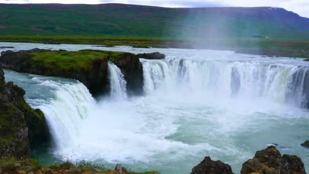 Pohled na vodopády Godafoss v létě ráno v Baroardalur Dustrict severovýchodní oblasti Islandu